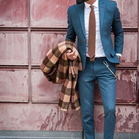 costume et cravate avec une chemise blanche