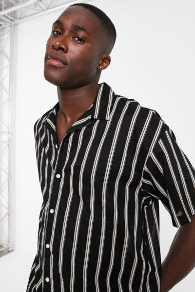 Chemise à rayure noir et blance manche courte